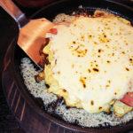 新千葉駅そばの新店、登戸鉄板焼き UNOを再訪 たっぷりチーズにハチミツ!?が絶品なお好み焼きに、生ハム&アヒージョとイタリアン尽くしな鉄板焼き