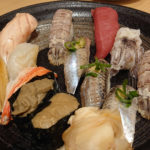 千葉中央での寿司居酒屋、や台ずし千葉中央店 19時まではドリンク半額等、多彩サービスで頂く、握り・巻物・お刺身三昧