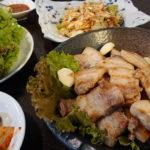 稲毛駅前の韓国料理店、アジアン居酒屋 えもや夜の部へ! 旨味ジューシーなサムギョプサルに、トッピングのネギが絶品過ぎた!!