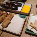 千葉駅近くで頂く絶品焼き鳥、鳥万 鶏皮につくね、ネギマら焼き鳥の美味しさはもちろん、名物の唐揚げも忘れず堪能!!